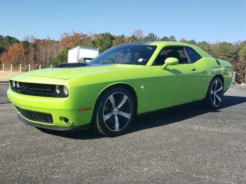 Pre-Owned 2015 Dodge Challenger R/T RWD 2dr Car